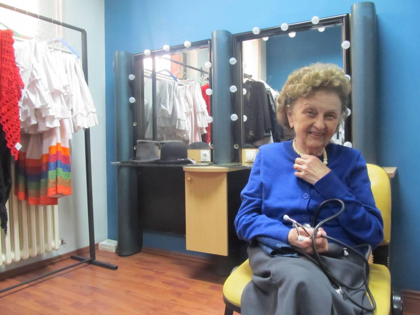 Pozorišna doktorka: Ima 84 godine i brine o glumcima
