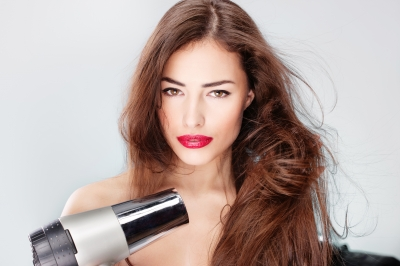 Fenirajte se pravilno: Sušite vlažnu, a ne mokru kosu
