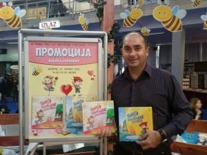 Bojan Ljubenović je dugogodišnji novinar i pisac za decu i odrasle, privatna arhiva
