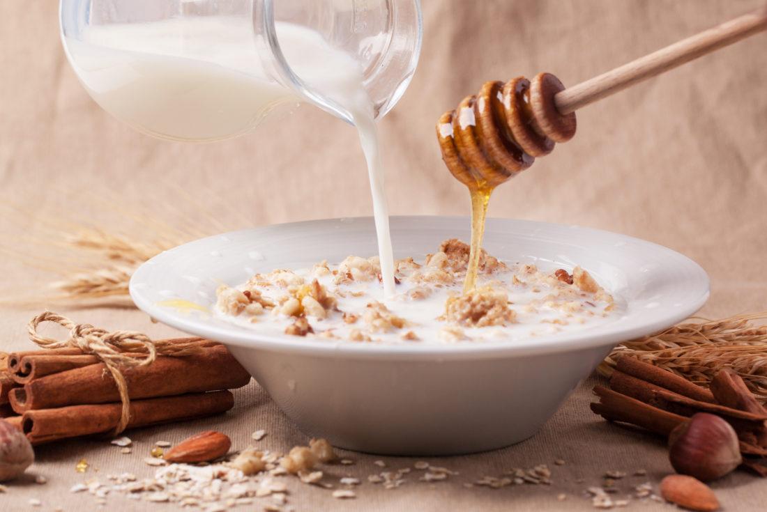 Toplo mleko i med – idealni protiv kašlja