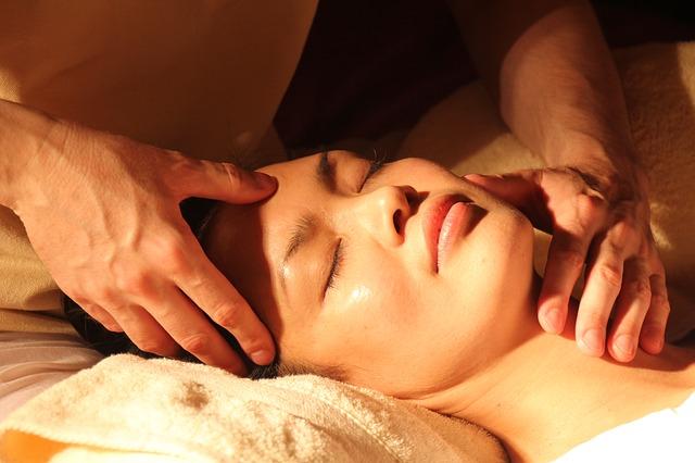 Ajurvedska masaža glave i lica za podmlađivanje