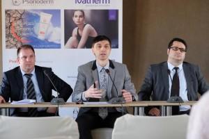 dr Zoran Golušin, upravnik Klinike za kožne i venerične bolesti KCV (u sredini)