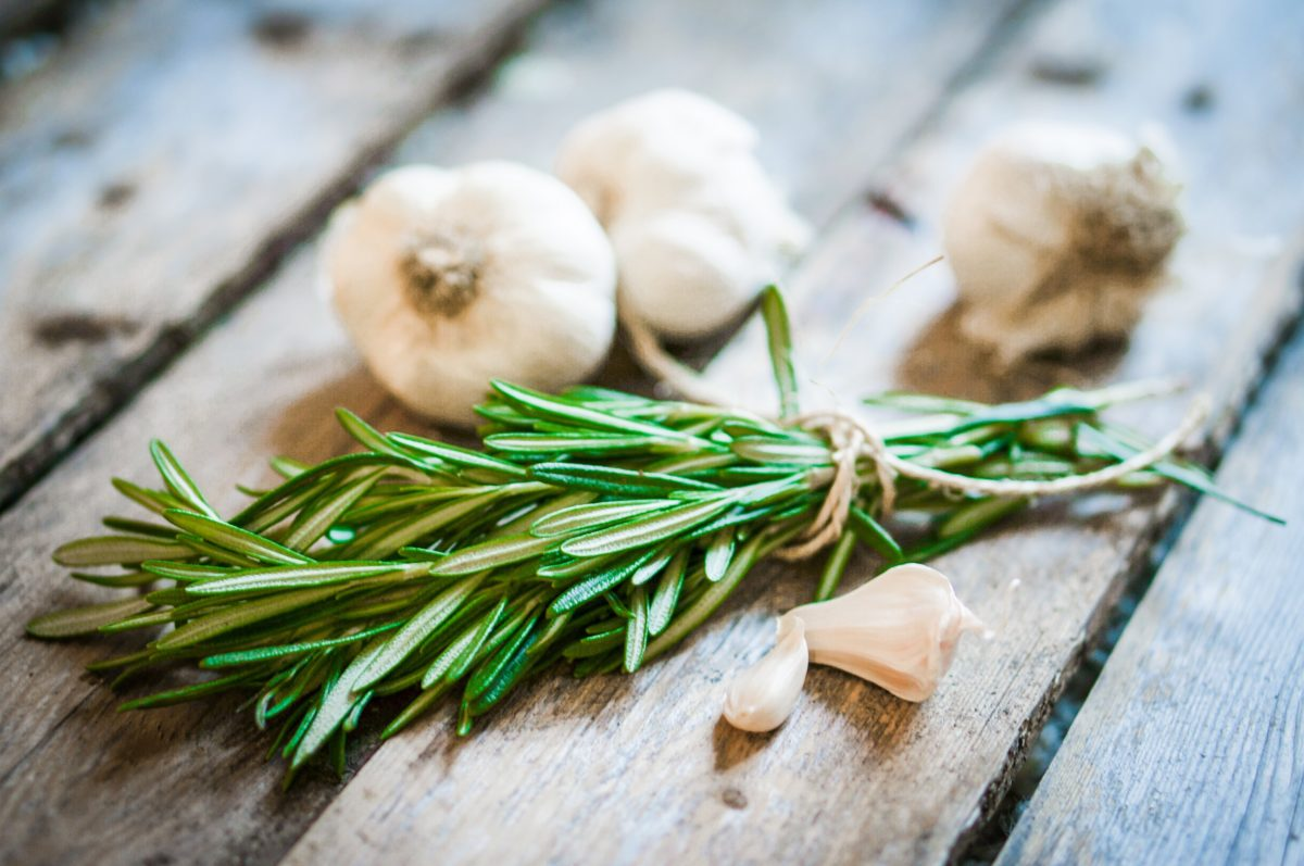Kako da se otarasite mirisa belog luka s vaših ruku?