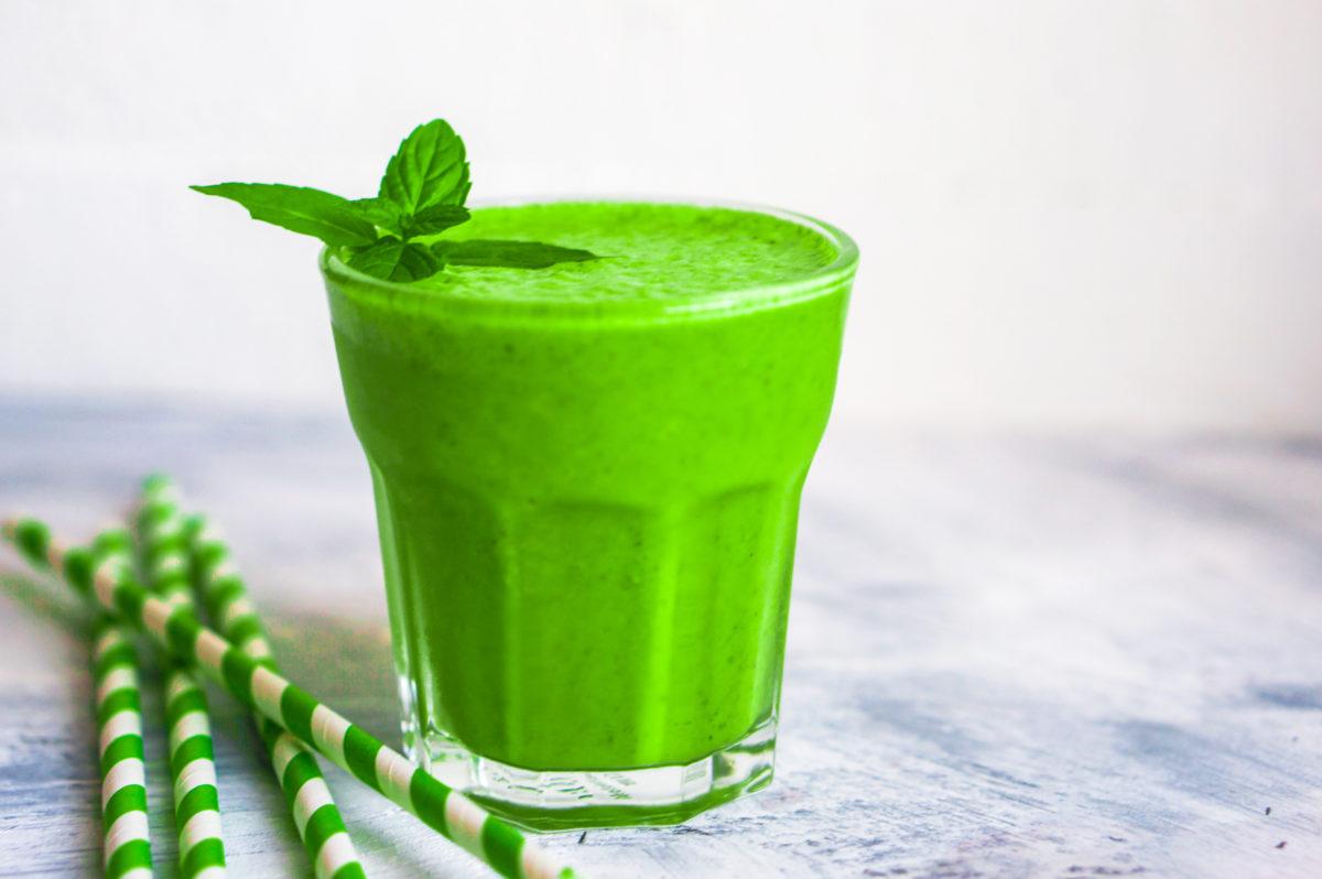 Vitaminska bomba – Svež zeleni napitak