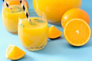 Sok od pomorandze tri