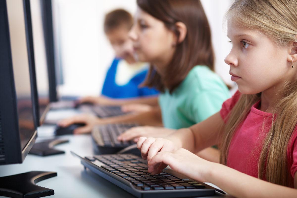 Internet i deca: Roditelji protiv on line predatora