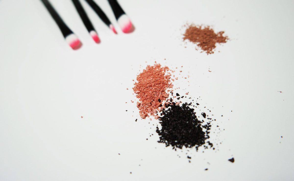Kako da uklonite mrlje od šminke