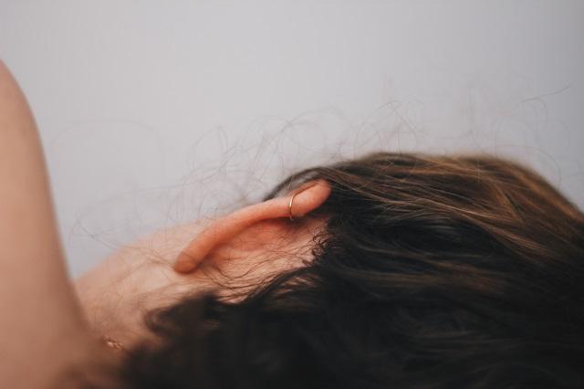 Narodni lekovi protiv upale uha – kamilica, pasulj, luk