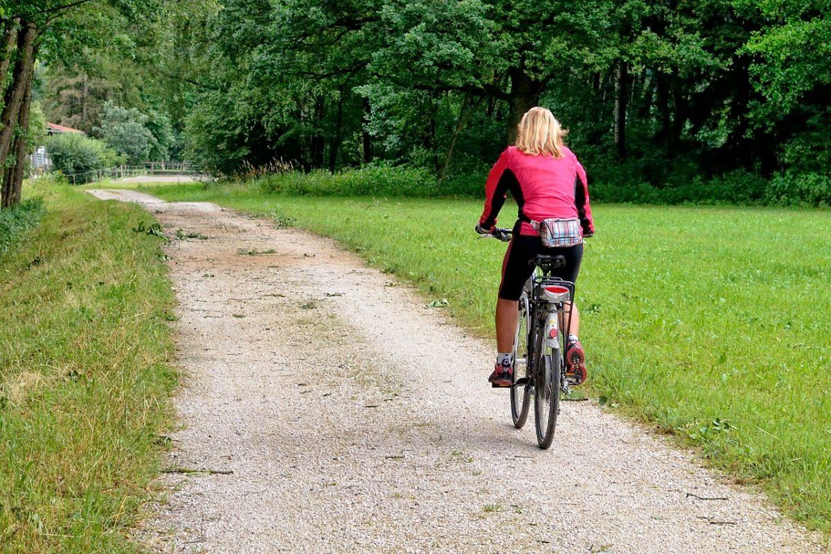 Sedite na bicikl, uživajte u prirodi i mršavite!