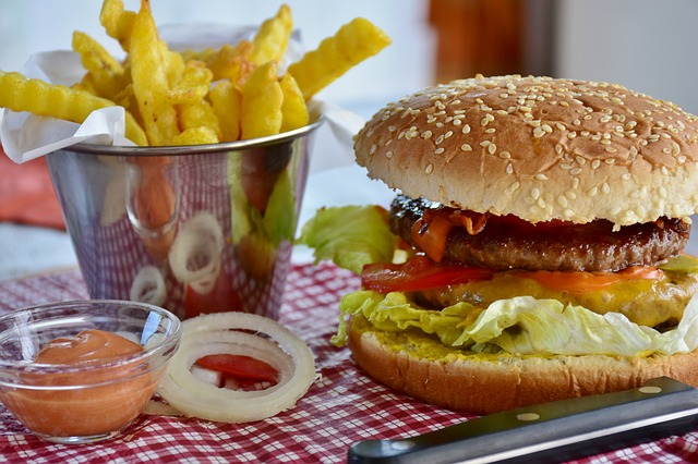 Nova verzija hamburgera sa laboratorijskim mesom