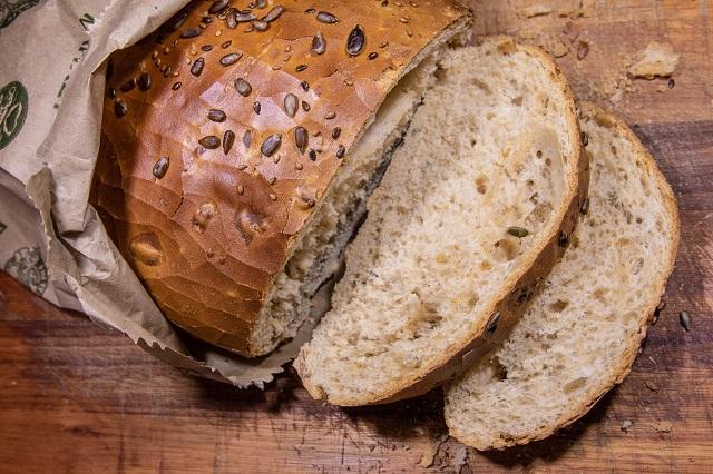 Da li je crni hleb zaista toliko bolji od belog?