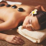 Masaža vrućim vulkanskim kamenjem