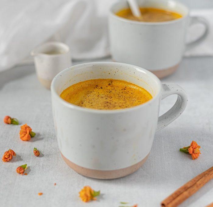 Kurkuma i zrna kafe- zašto je ovaj napitak savršen?