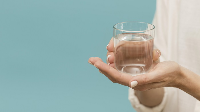 9 znakova da pijete previše vode
