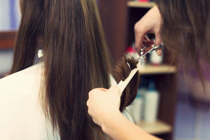 Šišanje pospešuje rast kose: Istina ili zabluda?