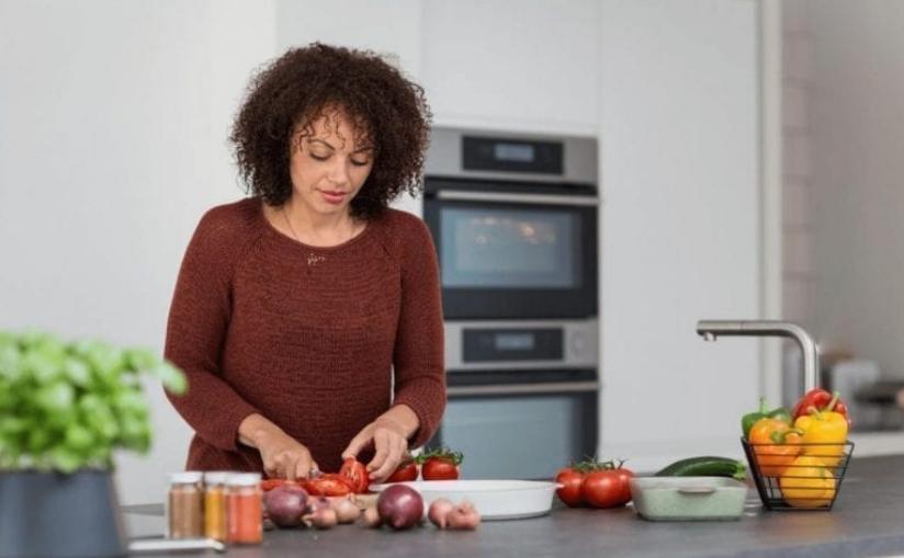 Pet znakova da ne jedete dovoljno kako biste SMRŠALI