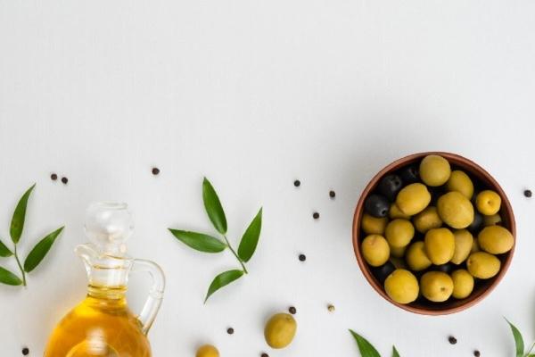 Med i maslinovo ulje za kosu posle mora
